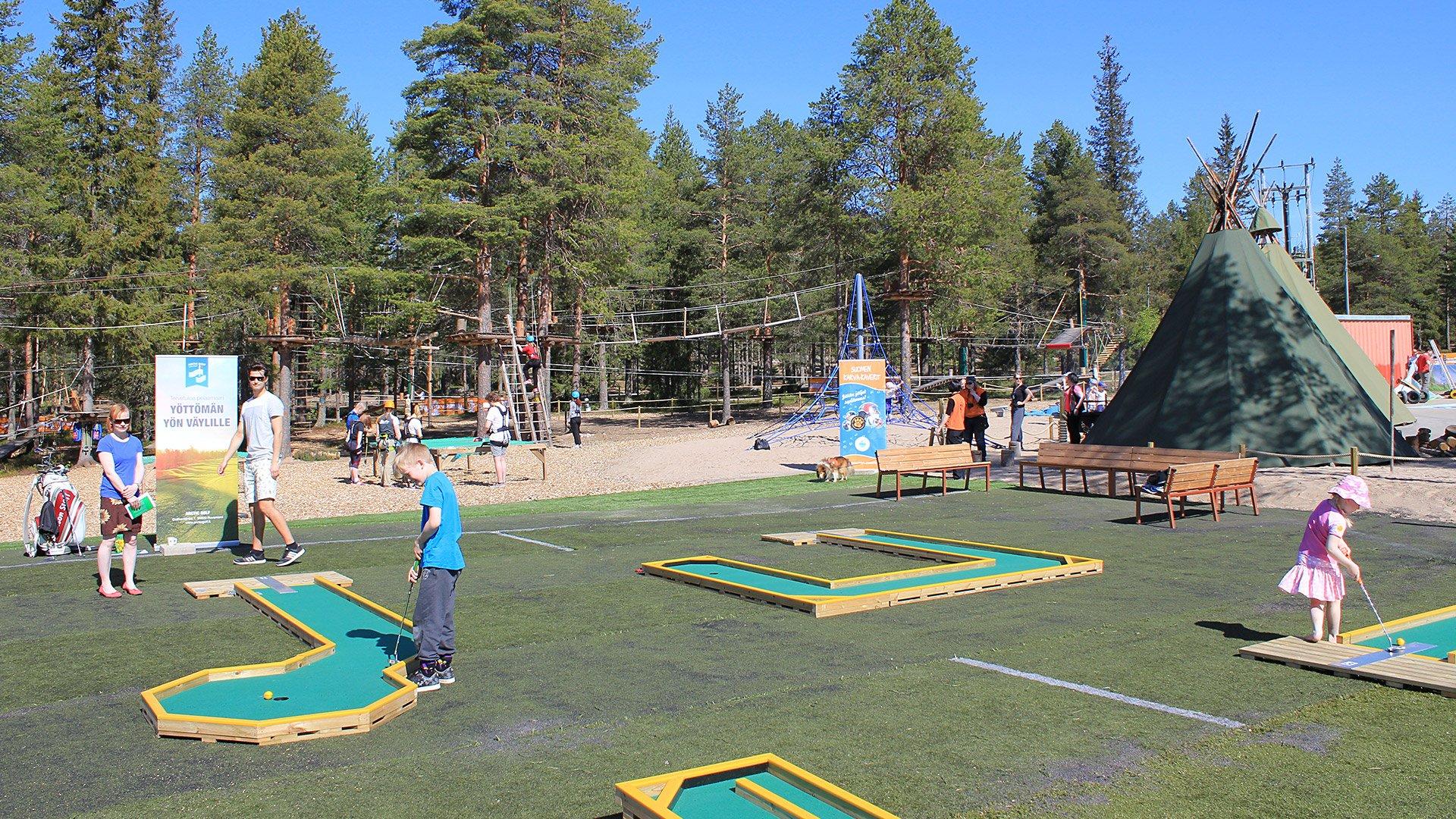 Minigolf-rata seikkailupuisto Huiman ulkopuolella