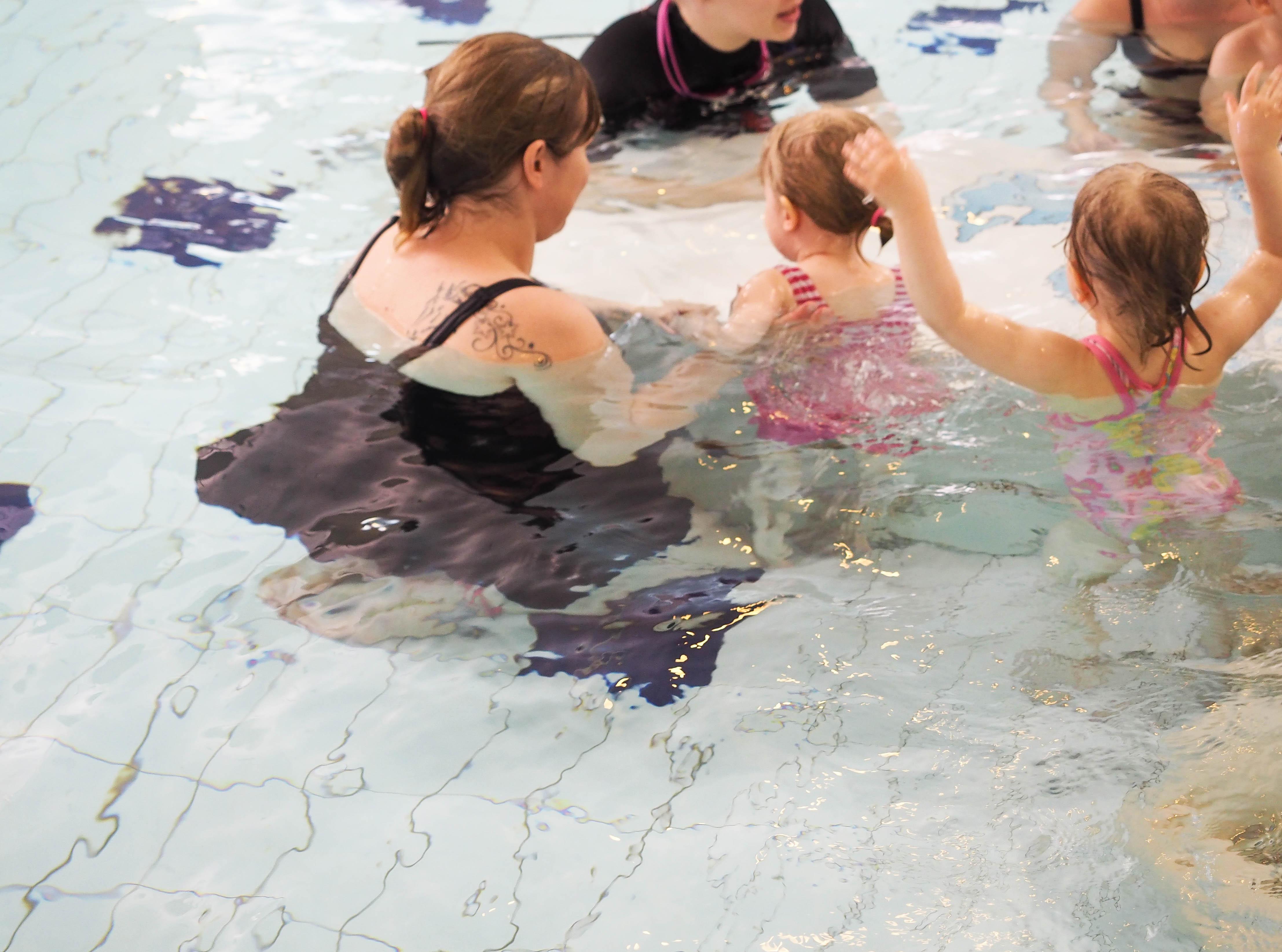 Kultakalat uimakoulu (2-3-vuotiaiden lapsi-vanhempi ryhmä)